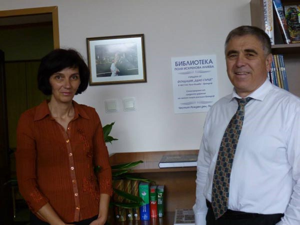 OHB director with librarian, Mariana